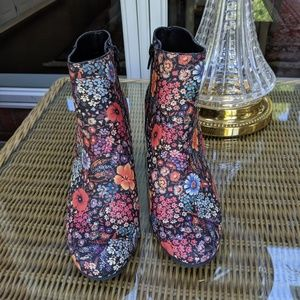 Floral booties Lucky Brand